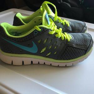 Nike snickers flex run size 9